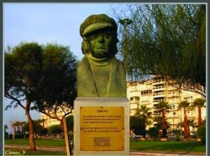 3574_karsiyaka-sahilinde-attila-ilhan-bustu
