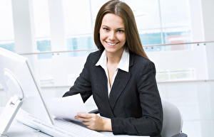 5330_176992712-thinkstock-kariyer-ofis-is-kadini-bilgisayar-internet-mutlu-kadin-mnk