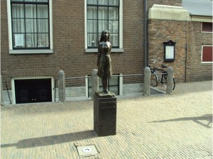 5631_6011793-statue_of_anne_frank_near_the_anne_frank_huis_amsterdam