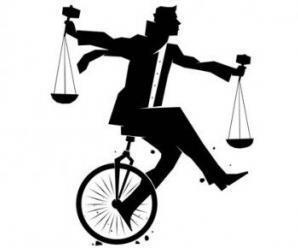 demokratik_toplumda_hukuk_siyaset_iliskisini_nasil_anlamali