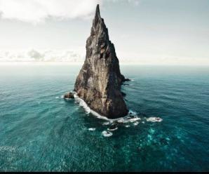 -balls-pyramid-australia-originally-taken-by-harry-gottschalk-2000-x-1330-cross-post-rearthporn_2020606112