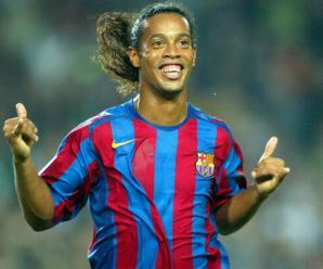 BARCELONA, SPAIN - OCTOBER 30: Ronaldinho of FC Barcelona celebrates his goal during the La Liga match between FC Barcelona and Real Sociedad, on October 30, 2005 at the Camp Nou stadium in Barcelona, Spain. (Photo by Luis Bagu/Getty Images) *** Local Caption *** Ronaldinho