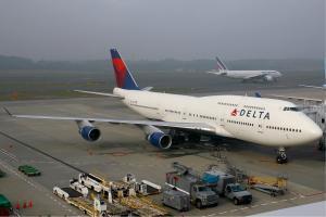 Delta_Air_Lines_Boeing_747-400_KvW