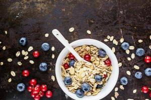 8298_granola-fresh-berries