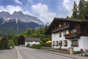 8400_450-508378541-germany-mountain