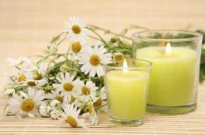8479_450-13477012-camomile-and-candle