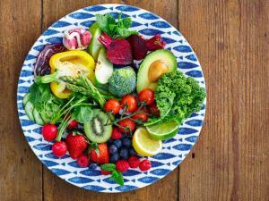 What is a Raw Food Diet?  What Are the Pros and Cons?